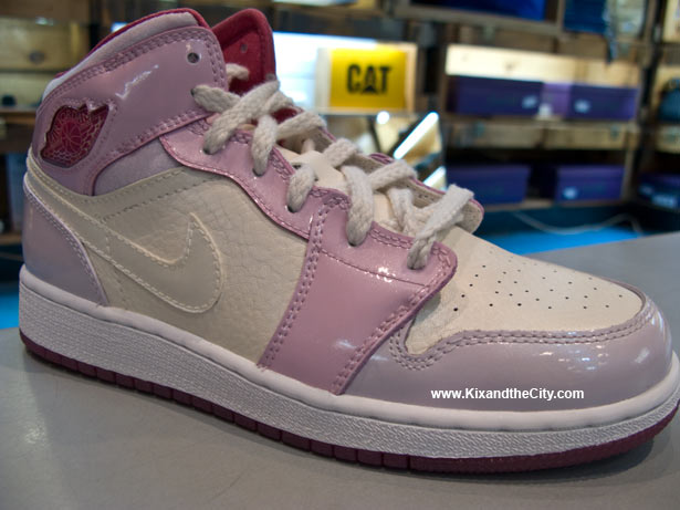 air-jordan-retro-1-girls-viva-glam-2