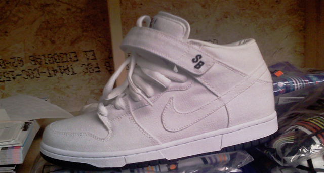 nike-sb-holiday-2008-1.jpg