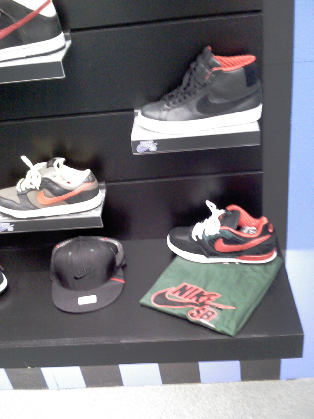 nike-sb-holiday-2008-6.jpg