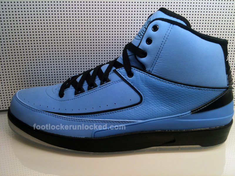 air-jordan-retro-2-university-blue-black-white-new-01