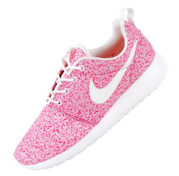 Pink nike roshe run