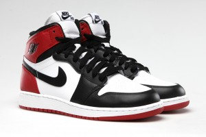air-jordan-1-black-toe