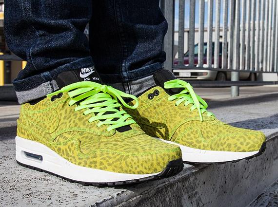 Nike Air Max 1 FB Leopard Chaussures Pour Femme&Homme Jaune Et Gris Foncé  DSG745; via Sneaker Freaker