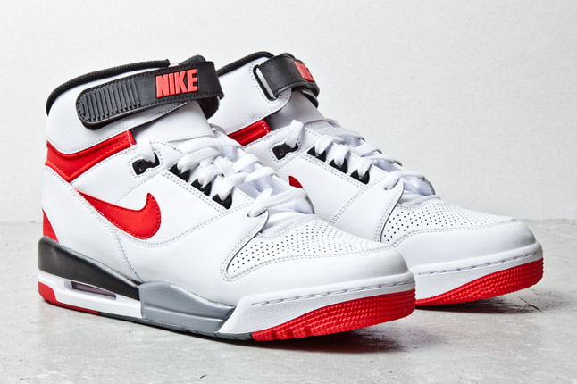 nike-air-revolution-white-red-3