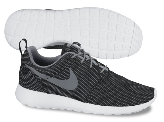 nike-roshe-run-mesh-grey-black