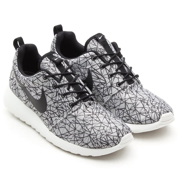 631751-100-nike-roshe-run-geometric-2