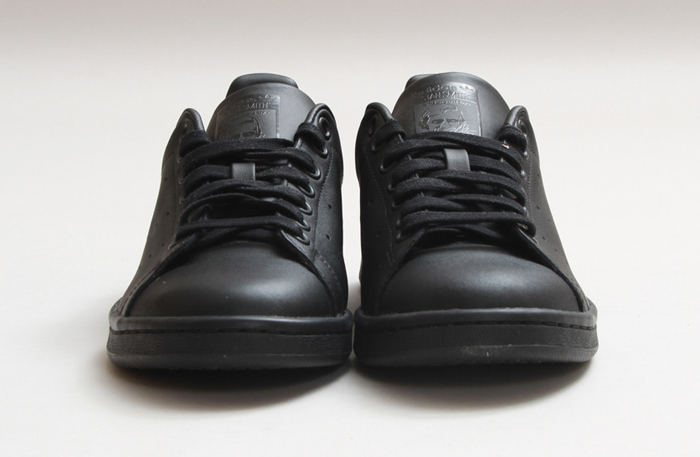 black stan smith