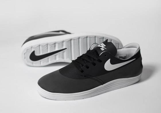 Le modèle est construit en deux pièces avec une couche Nike Hyperscreen pour la durabilité et une semelle lunarlon pour un bon amorti.