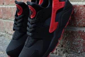 nike-air-huarache-black-red