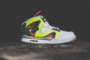 nike-air-tech-challenge-hybrid-white-volt-hot-lava