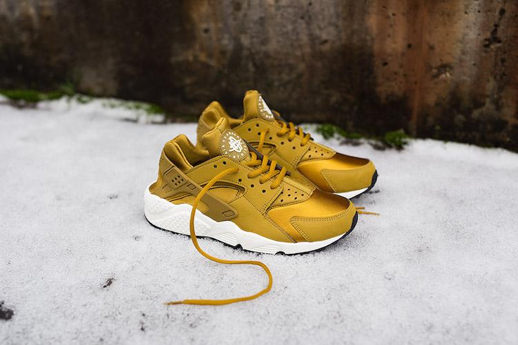 nike mcs shox taquets - Nike WMNS Air Huarache Bronzine & Blue Force - Le Site de la Sneaker