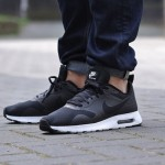 nike-air-max-tavas-black-white