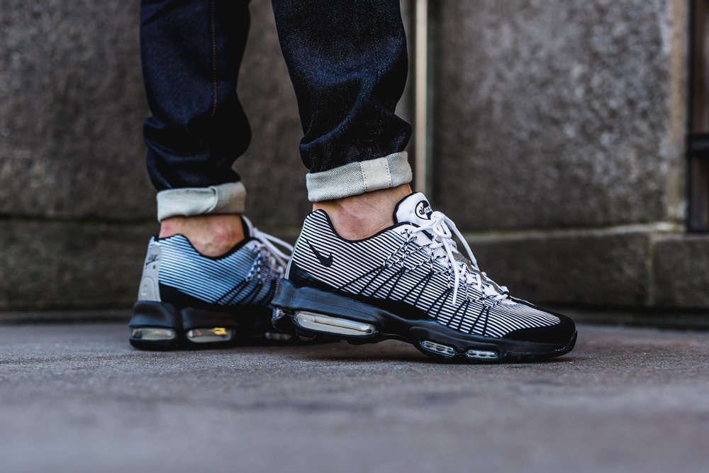 Nike Air Max 95 Stussy 'Black & White'. Nike SNKRS