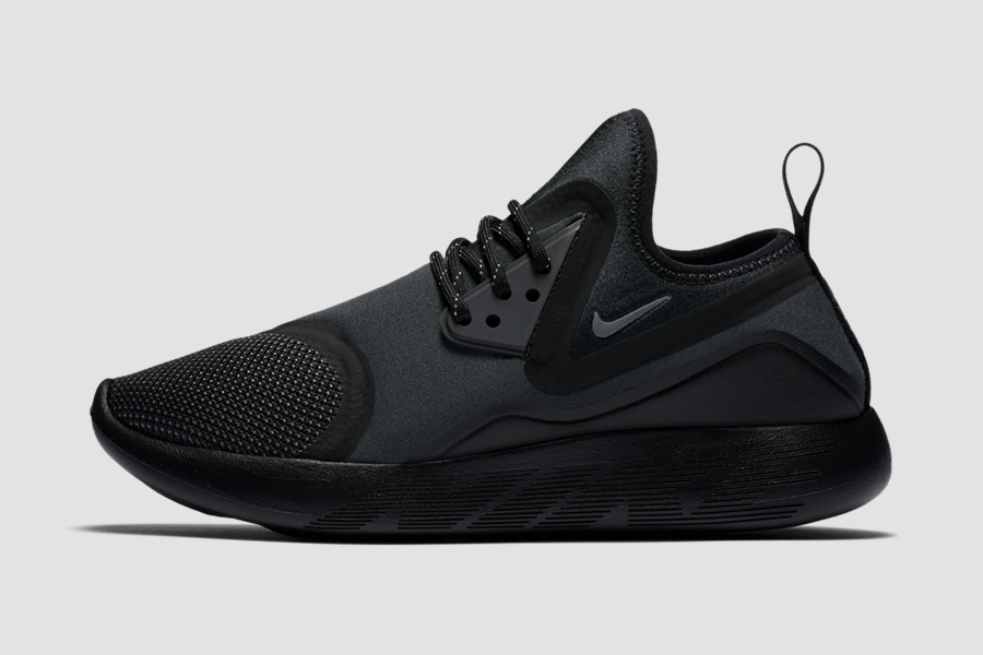 nike lunarcharge triple black le site de la sneaker. Black Bedroom Furniture Sets. Home Design Ideas