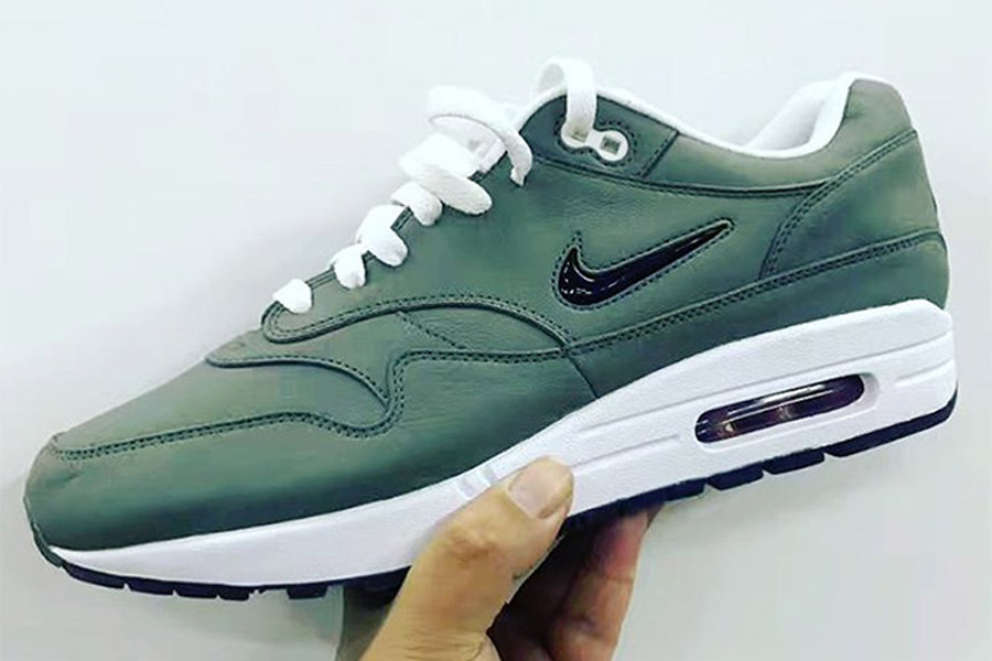 preview nike air max 1 jewel swoosh green le site de la sneaker. Black Bedroom Furniture Sets. Home Design Ideas