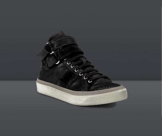 Le créateur Jimmy Choo vient de sortir quelques sneakers pour hommes: anthracite flannel, high top shearling Belgravia, low top Portland en daim Ocre et