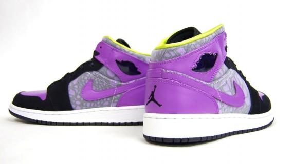 Air Jordan 1 Phat GS. Coloris  Black Violet Pop-Cyber  Style  364781-018   Prix  75€  Tailles  du 35.5 au 38.5. via mita sneakers a640ac371
