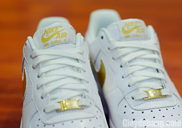 nike air force 1 gold lace lock