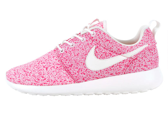 Nike WMNS Roshe Run Pink Force Le Site de la Sneaker