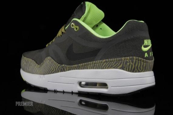 Newsprint Le Air De Tape Nike Sneaker Premium La Reflective Max 1 Site 3qc5LS4jAR