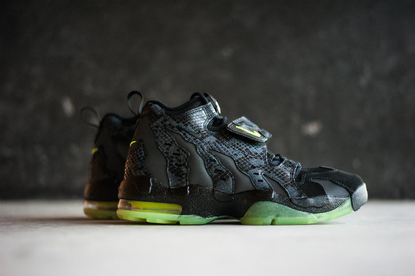sports shoes d6242 2cc44 Nike Air DT Max 96 PRM Snake Glow