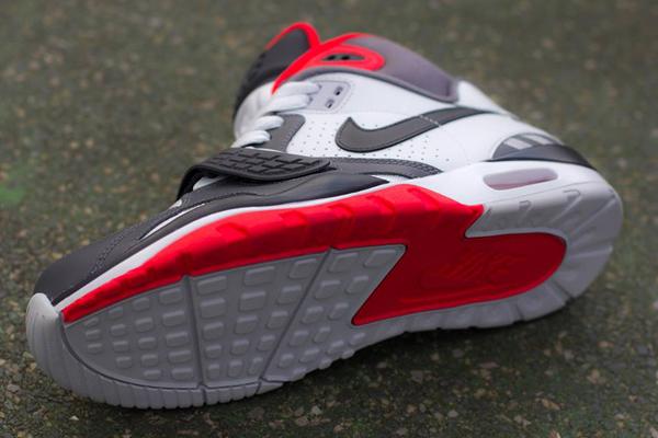 nike-air-trainer-sc-ii-2-pure-platinum-light-crimson-3