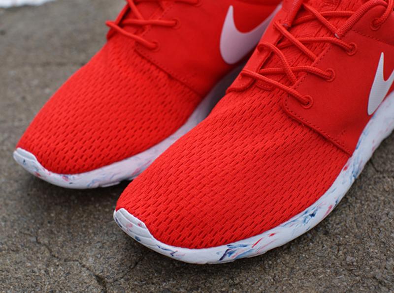2c0443d64c29d Nike Roshe Run  Coloris  Black White-Cool Grey  Style  669985-001