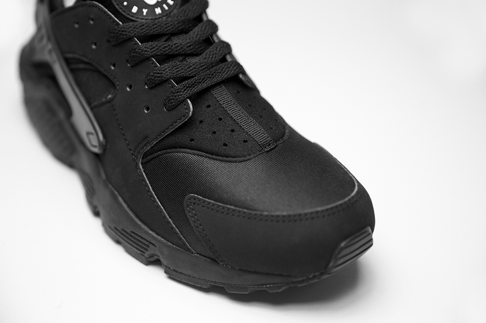 nike-air-huarache-triple-black-4