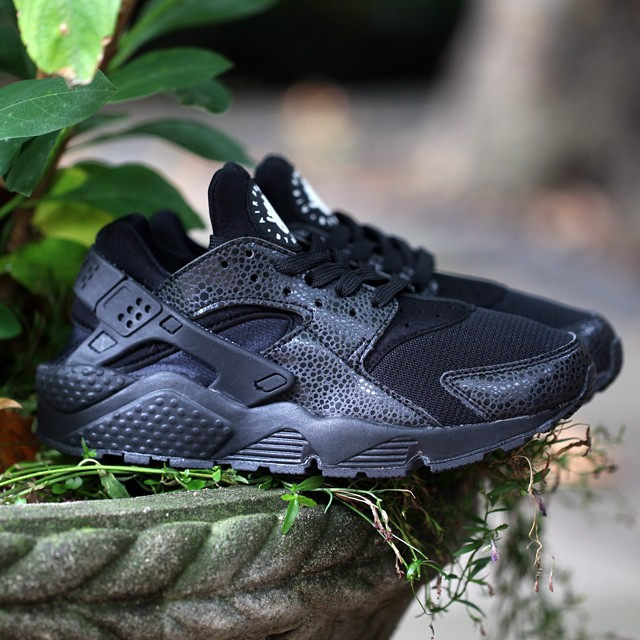 nike-air-huarache-le-lizard-black-2