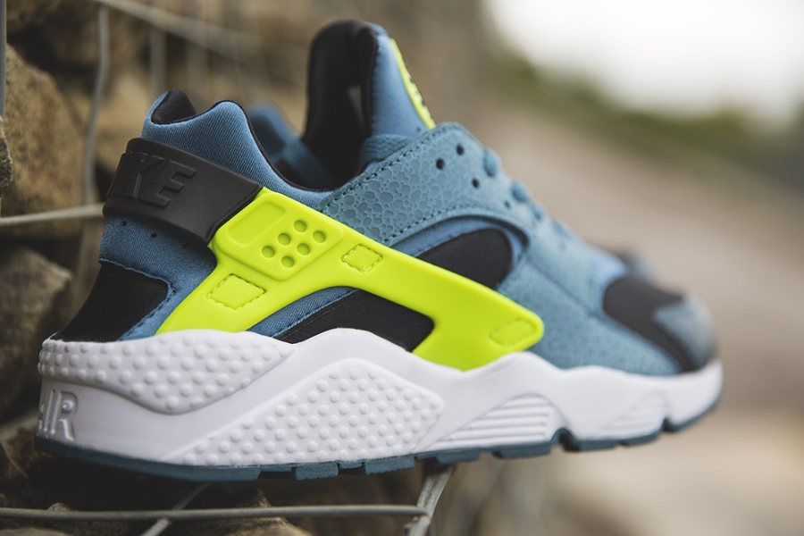 quality design 2d36c 303ad nike-huarache-space-blue-04