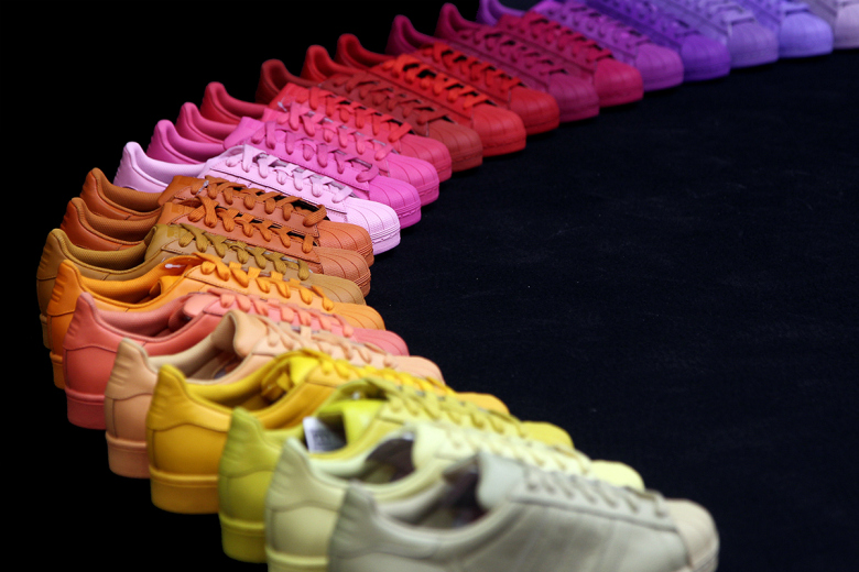 le dernier 182f4 09116 Pharrell Williams x Adidas Originals Superstar Rainbow ...