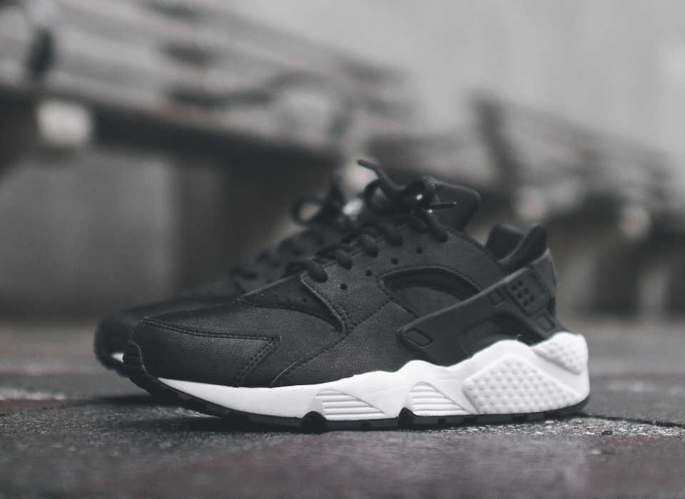 nike,wmns,air,huarache,black,white,634835,006,