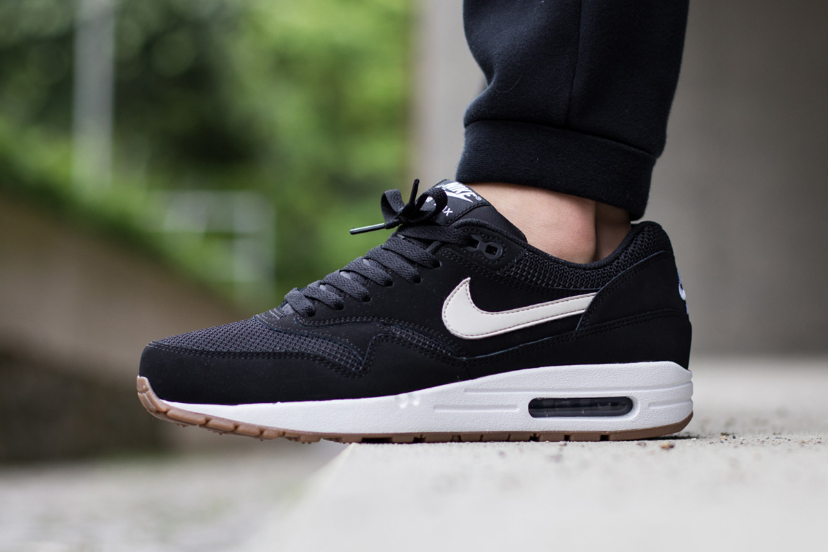 nike air max 1 essential black white gum le site de la. Black Bedroom Furniture Sets. Home Design Ideas