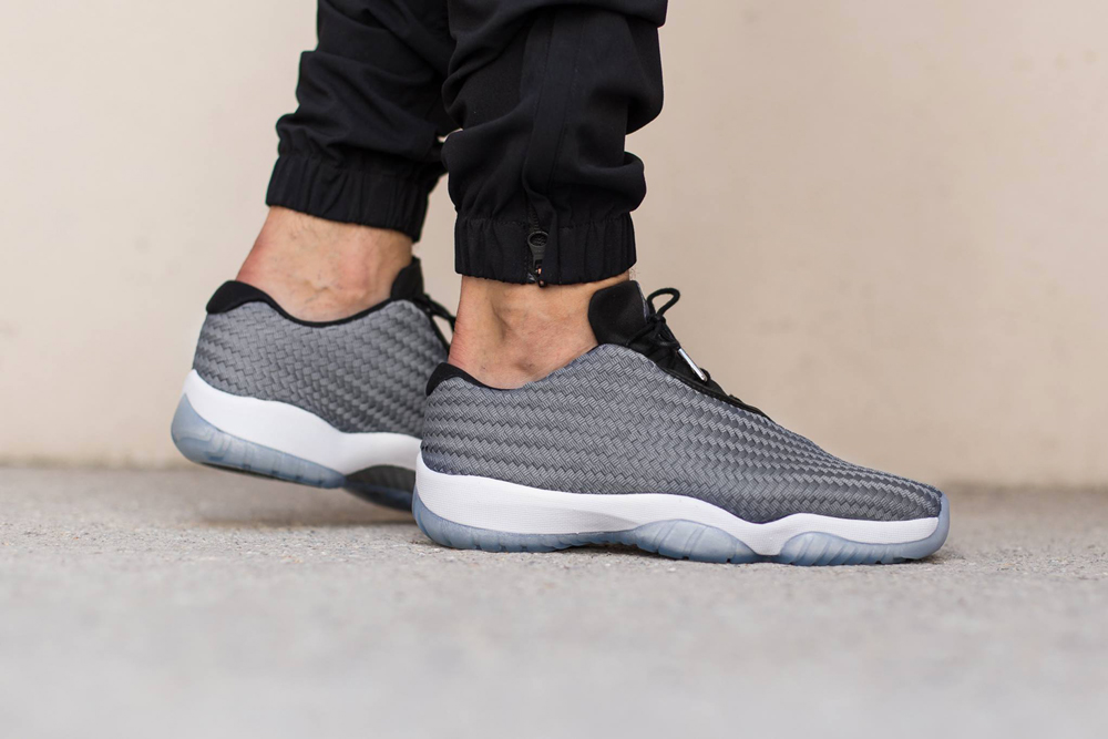 air jordan future low noir et blanc