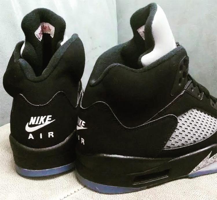 buy online 41c80 c4c8f La Air Jordan 5 Black Metallic Silver de retour avec le Nike ...
