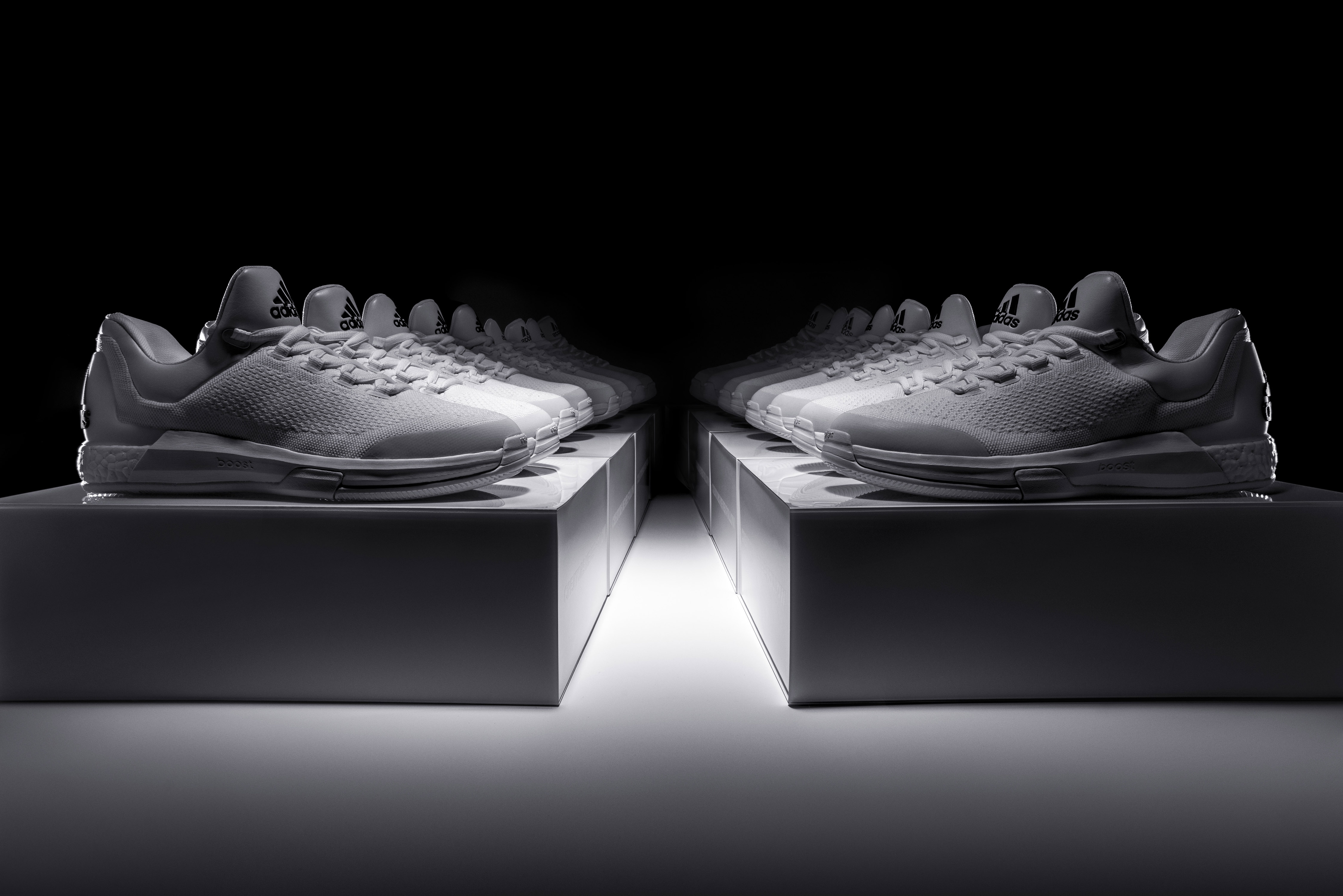 newest 41c67 933ba La adidas Crazylight Boost de James Harden limitée à 100 exemplaires