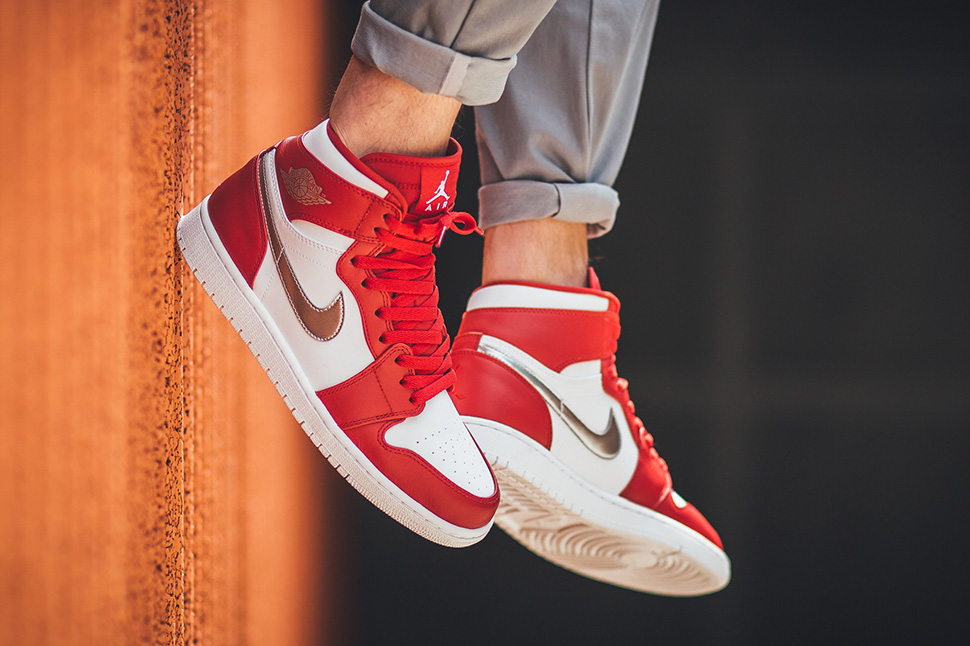 Air Jordan 1 Retro High OG Red/Silver