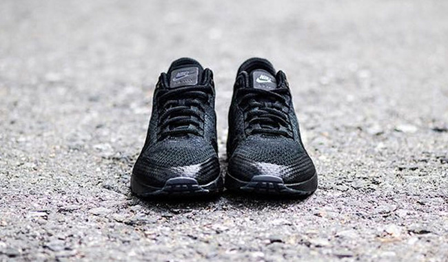 nike-air-max-1-ultra-flyknit-triple-black-