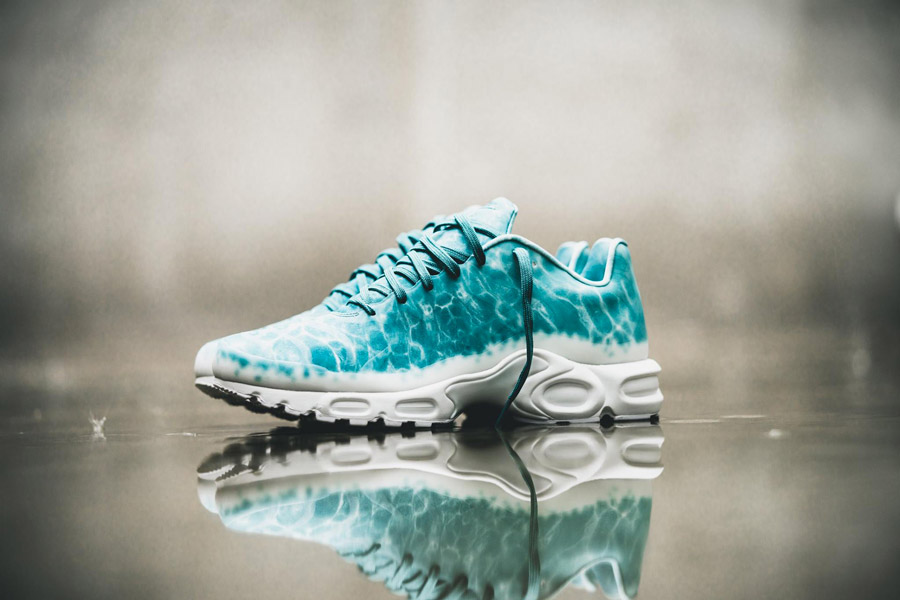 detailed look running shoes top brands Nike Air Max Plus GPX Swimming Pool