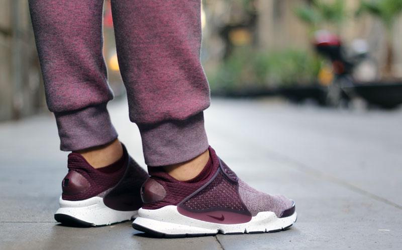 quality design f1ba5 64bc6 Close Up: Nike Sock Dart SE Premium Wool Burgundy - Le Site ...