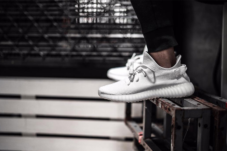 adidas Yeezy Boost 350 V2 White Preview Le Site de la