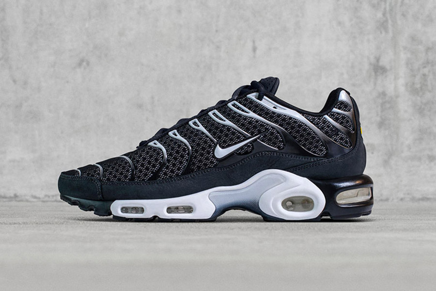 nikelab-air-max-plus-black-white-1