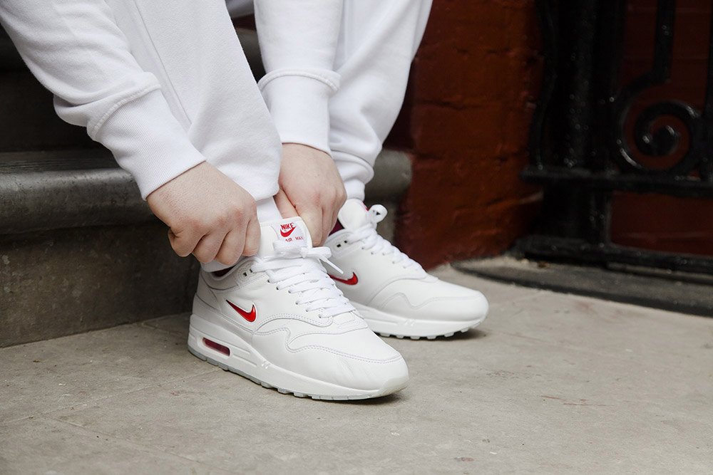 nike-air-max-1-jewel-white-red-6