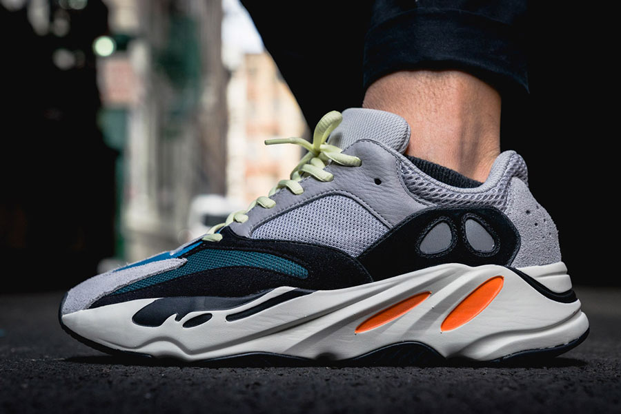 hot sale online 22229 b8d06 adidas Yeezy Wave Runner 700 On-Feet - Le Site de la Sneaker
