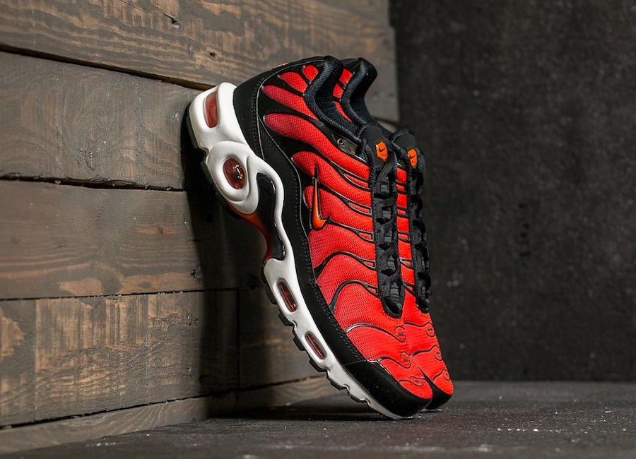 outlet for sale buy cost charm Preview: Nike Air Max Plus Team Orange & Chile Red - Le Site ...
