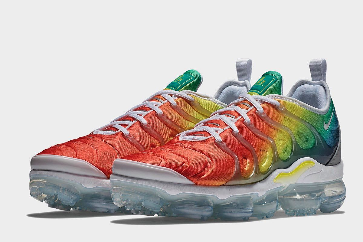 the latest 03fb8 64d56 Nike Air VaporMax Plus Rainbow
