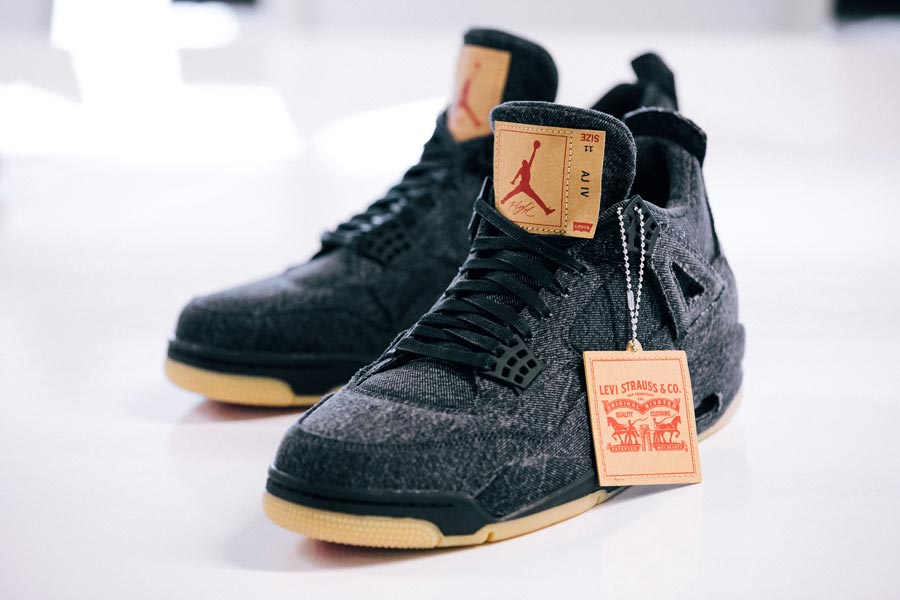 Pertenece presente Jugar juegos de computadora  Levi's x Air Jordan 4 Black - Le Site de la Sneaker