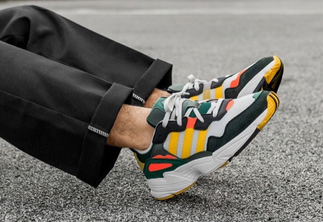 https://www.lesitedelasneaker.com/wp-content/images/2019/01/adidas-yung-96-grey-green-gold-01.jpg