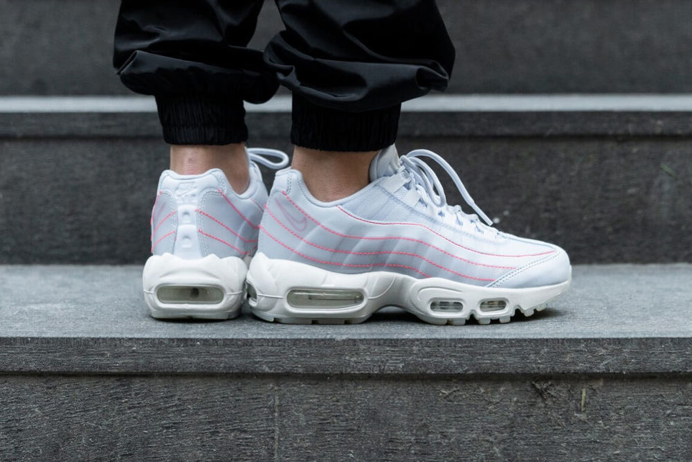 Preview: Nike Air Max 95 Translucent Blue Le Site de la